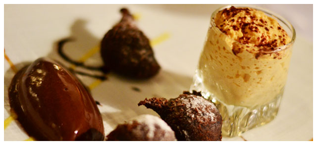 Beignets au chocolat, sauce chocolat blanc, glace basilic
