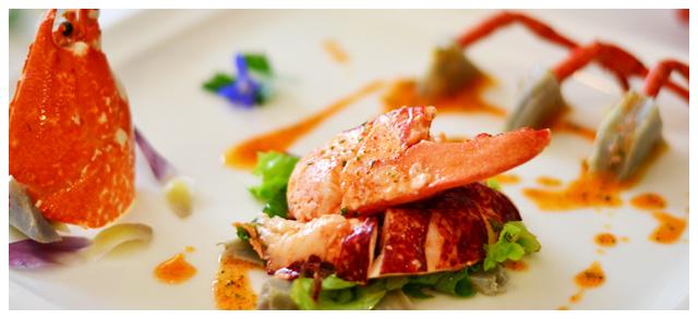 Homard breton sur son lit de verdure